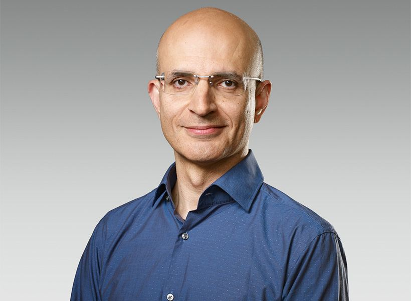 Apple names Sabih Khan, a 24-year Apple veteran, as senior vice president of operations.