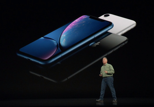 The iPhone XR features the 6.1-inch LCD display with the resolution of 1792 х 828, pixel density of 326 ppi and frequency of 120Hz